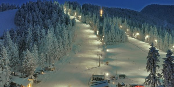 Night-Skiing-in-Borovets-1