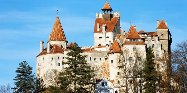 Bran-Castle-home-of-Dracula-in-Transylvania-Romania3
